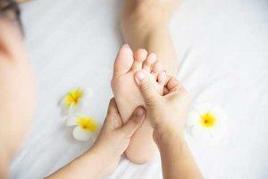 עיסוי כפות רגליים | רפלקסולוגיה